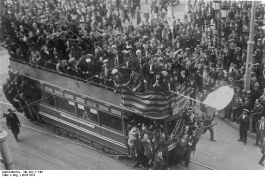 Proclamació de la Segona República a Barcelona. Bundesarchiv, Bild 102-11543 / CC-BY-SA